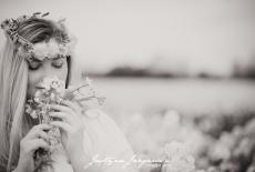 Plenerowa kobieca sesja zdjęciowa