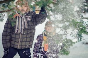 Dziecięca plenerowa zimowa sesja zdjęciowa